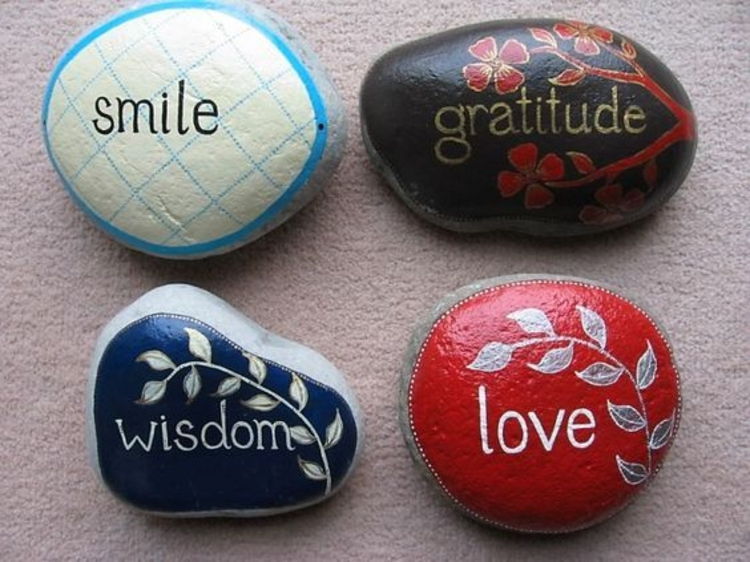 Steine bemalen positive energie durch Basteln mit Steinen