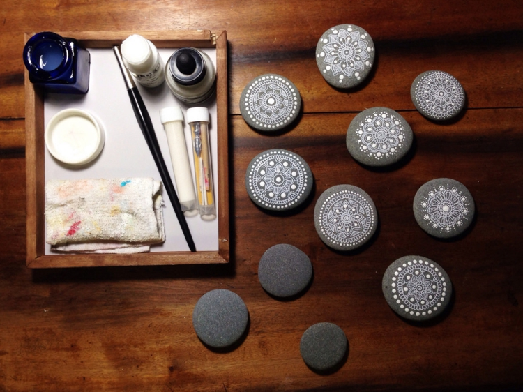 steine bemalen 40 ideen f r originelles basteln mit steinen. Black Bedroom Furniture Sets. Home Design Ideas