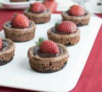 Erdbeertörtchen backen: Cupcakes Rezepte zu Ostern oder zu einem anderen Frühlingsfest