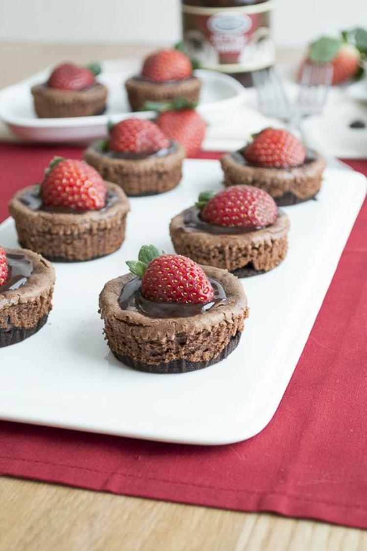 Törtchenzeit Cupcakes Rezepte Schoko Muffins mit Erdbeeren