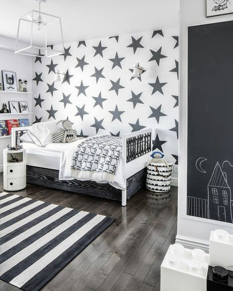 Kinderzimmer Deko Tapeten : Kinderzimmereinrichtung Sterne Muster Teppich Streifenmuster