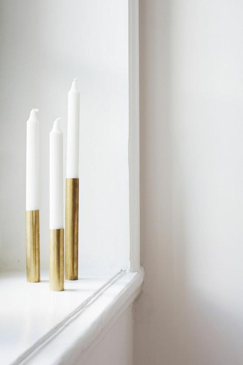 Wohnung skandinavisch einrichten Deko und Accessoires Kerzenständer gold