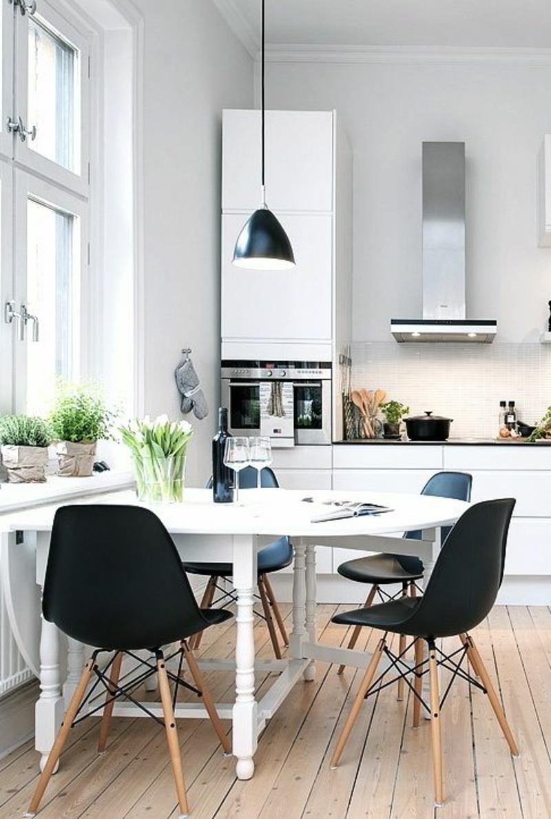 Wohnung skandinavisch einrichten Esszimmerstühle Eames Chairs