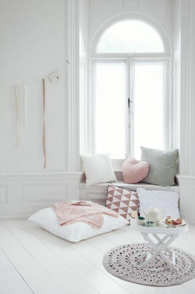 Wohnung skandinavisch einrichten Sitzecke Sitzkissen Fenster
