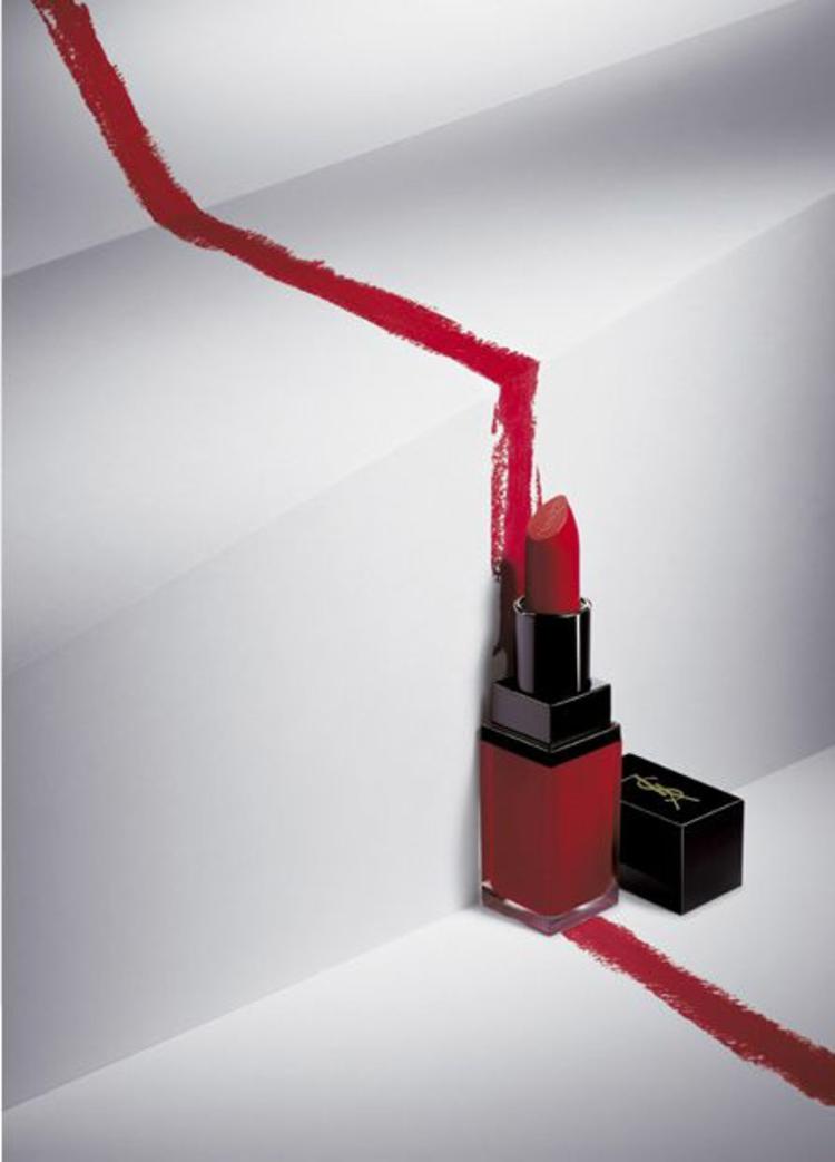 Yves Saint Laurent Lippenstift Farbe aussuchen rot