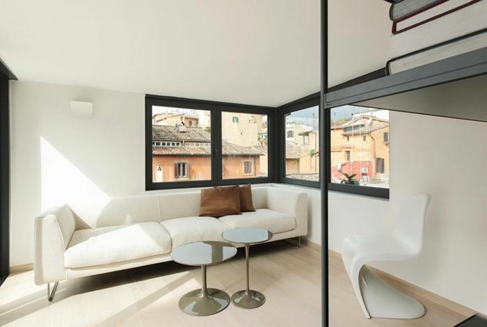 bücherregale couch weiß runde couchtische panton platik stuhl wohnzimmer