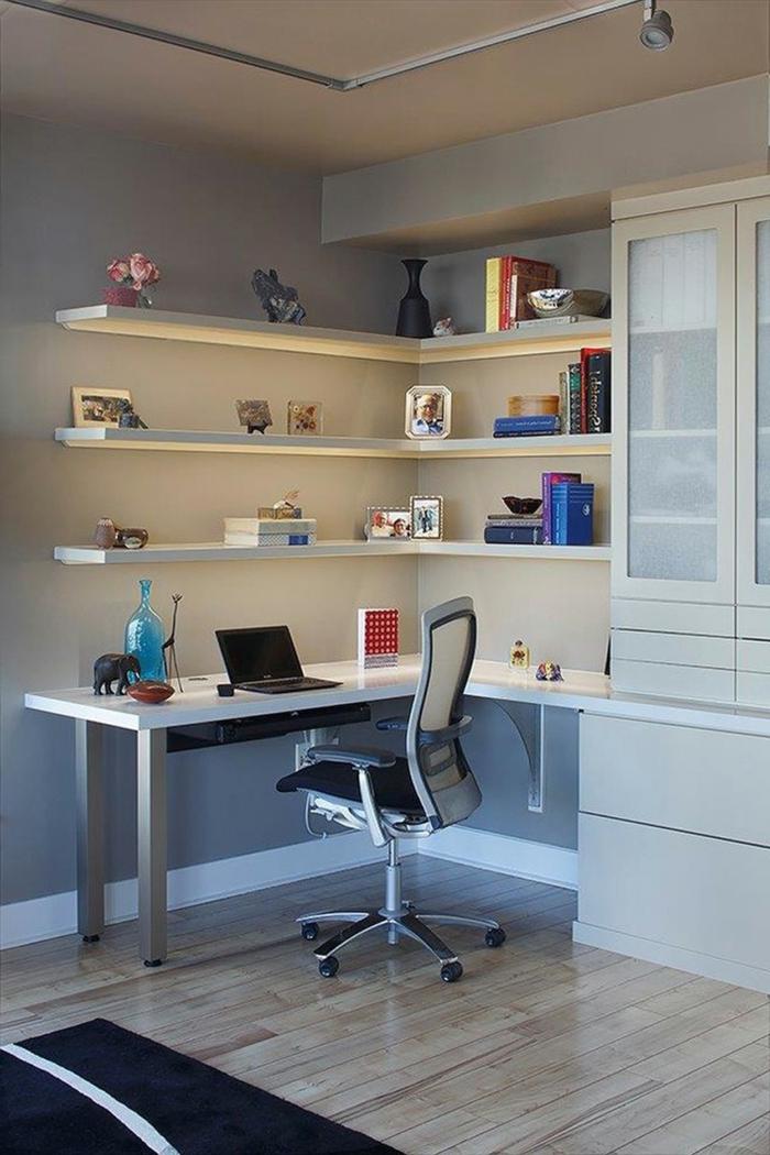 büroeinrichtungen home office klein ecktisch wandregale dunkler teppich