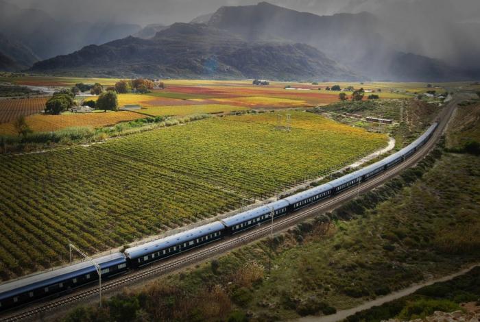 bahnreisen express romantisch afrika landschaften rovos rail