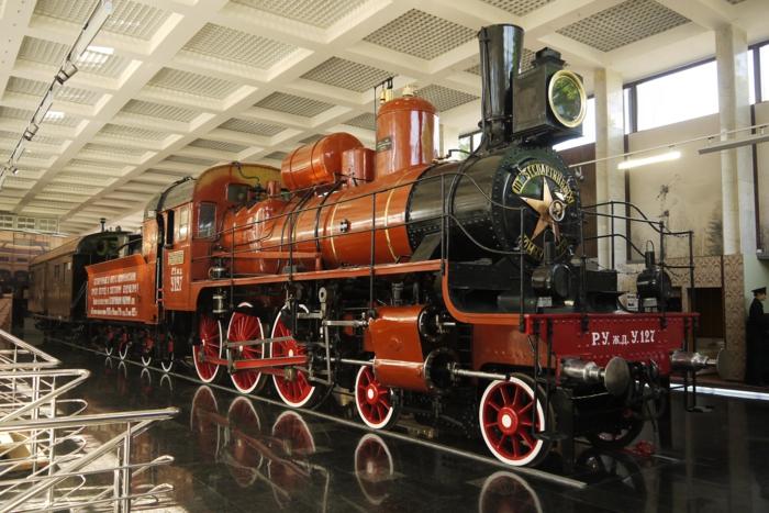 bahnreisen express romantisch reisen alte lokomotive transsibirische eisenbahn