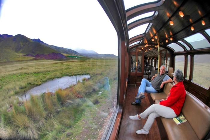 bahnreisen taj mahal reise ziele vista dome bahn mit panorama ansicht