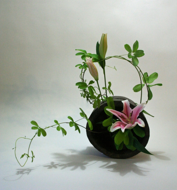 blumengestecke begonien gesteck bunt natürlich ikebana