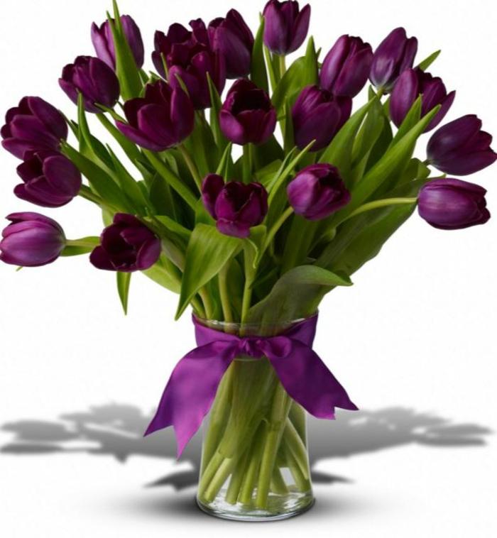 blumengestecke begonien lila tulpen