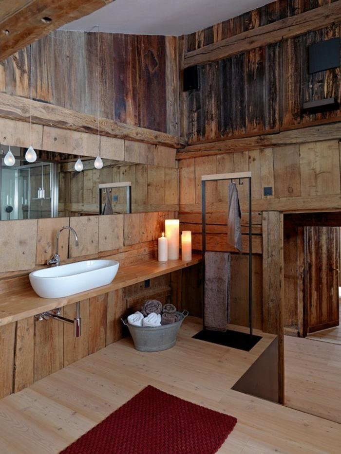 bodenbelag bad holz rustikales badezimmer roter teppichläufer