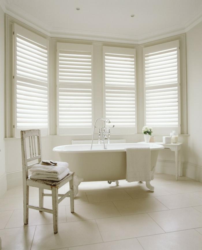 bodenbelag design badezimmer bodenfliesen helles interieur freistehende badewanne