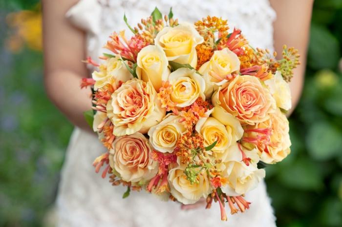 Orange und Gelb sind perfekte Nuancen für den eleganten Brautstrauß