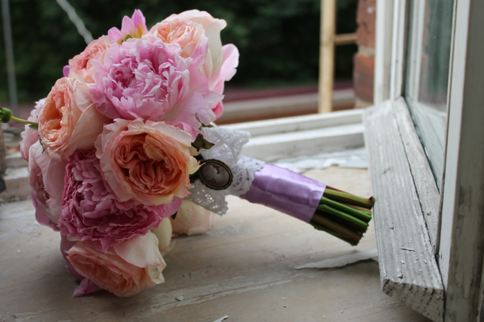 braut blumenstrauss vintage hochzeit pfingstrosen creme rosa