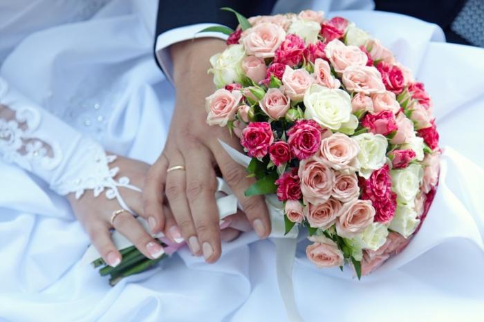 brautkleid bräutigam braut rosen eheringe hochzeit