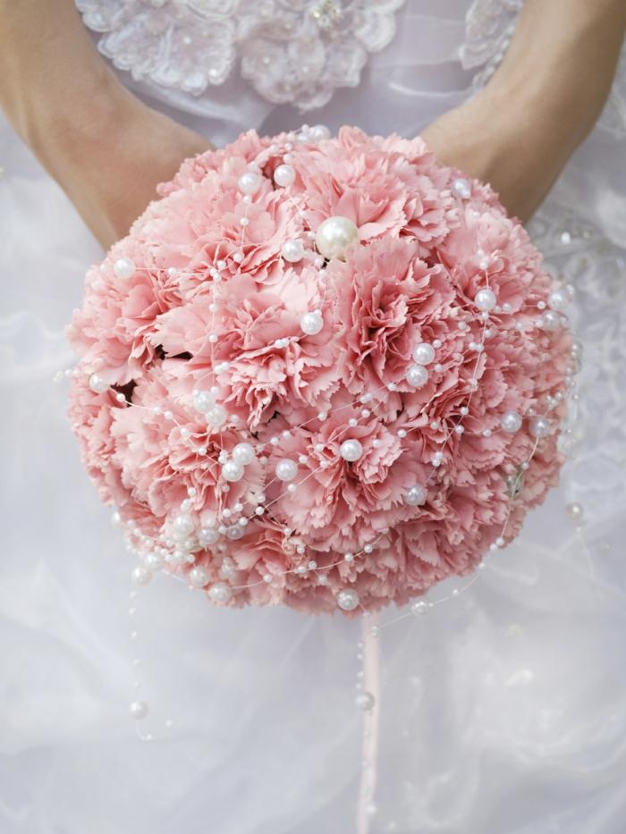 brautkleid lang strasssteine stickereien runder blumenstrauss rosa nelken