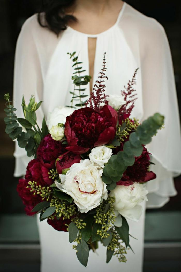 brautkleid vintage hochzeit rote weiße pfingstrosen