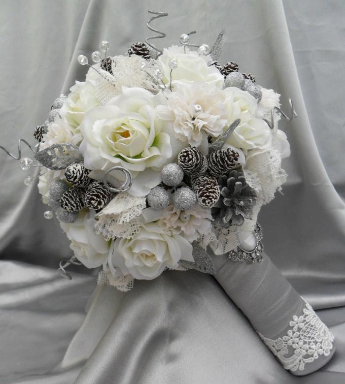 brautkleid weiße blumen rosen nelken silberne zapfen spitze