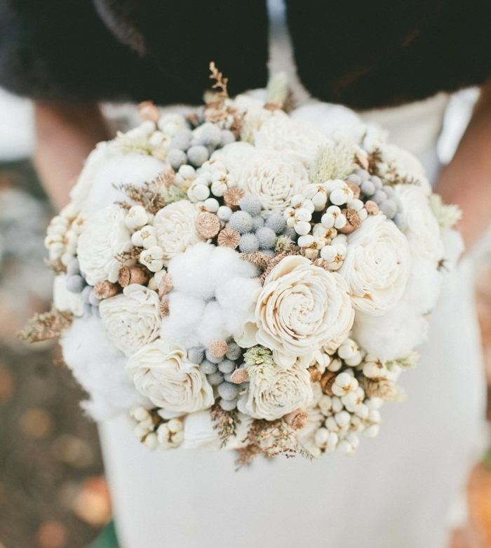 brautstrauß hochzeit brautkleid weiße rosen baumwolle sukkulenten
