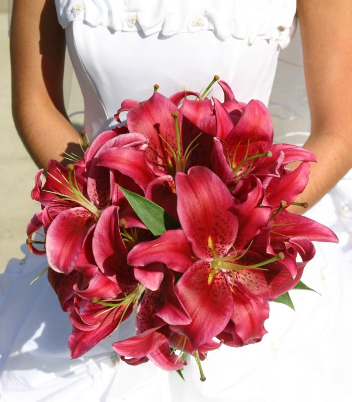 brautstrauss lilien pink brautkleid hochzeit feiern