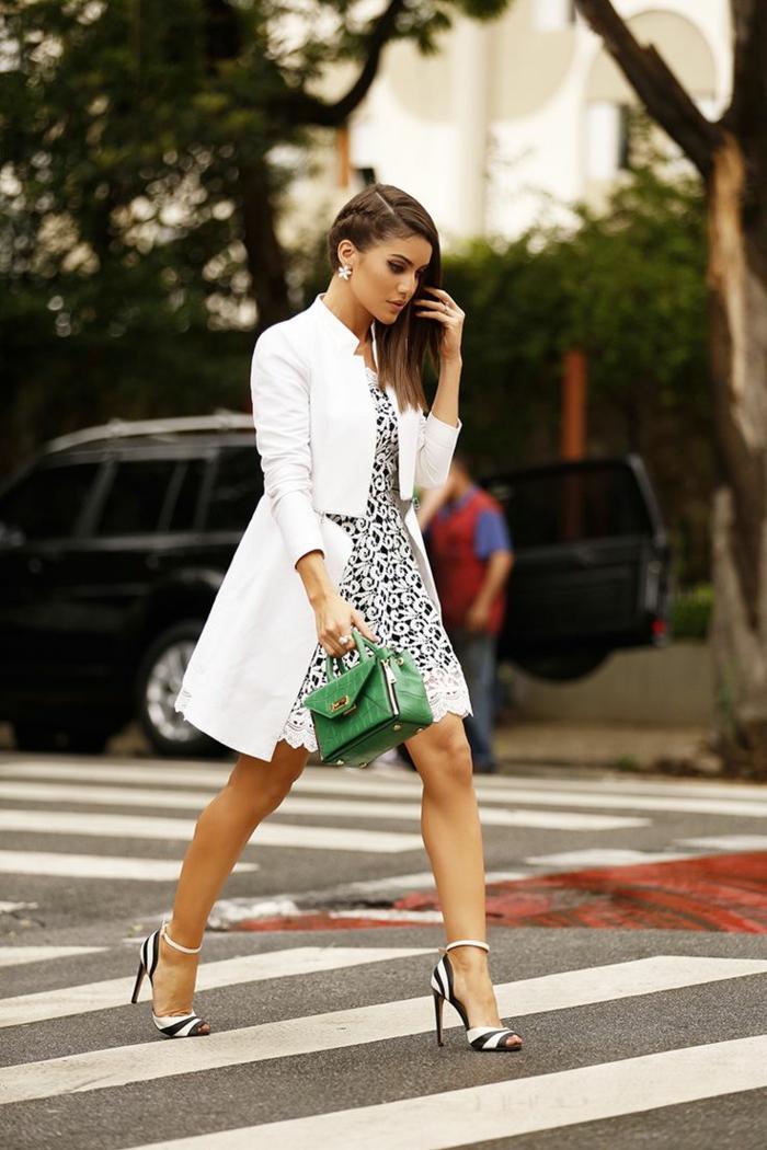 damentasche damenmode casual elegant weißer mantel sandalen grüne ledertasche klein