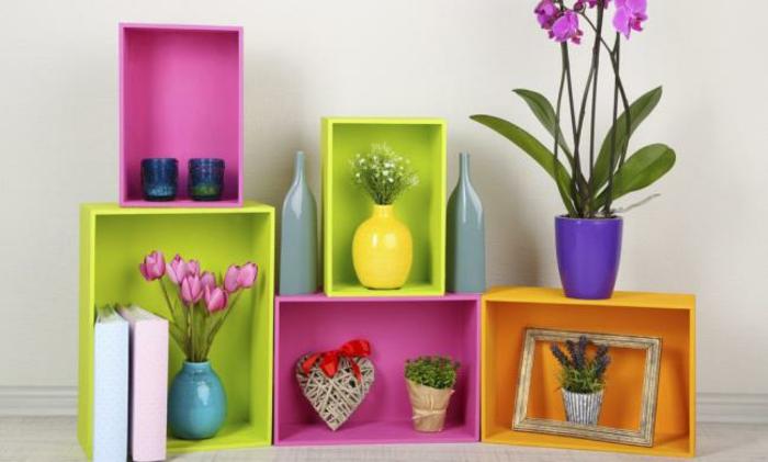 dekoideen frühling möbel selber dekorieren holzkisten frische farben grün rosa magenta entengelb