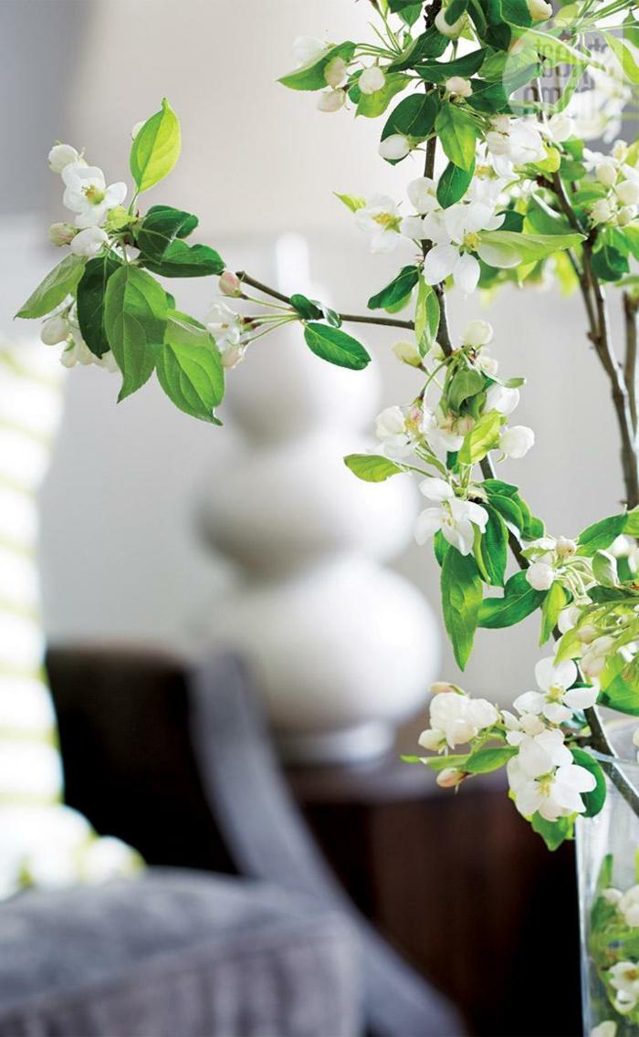 dekoideen frühling weiße blüten zart