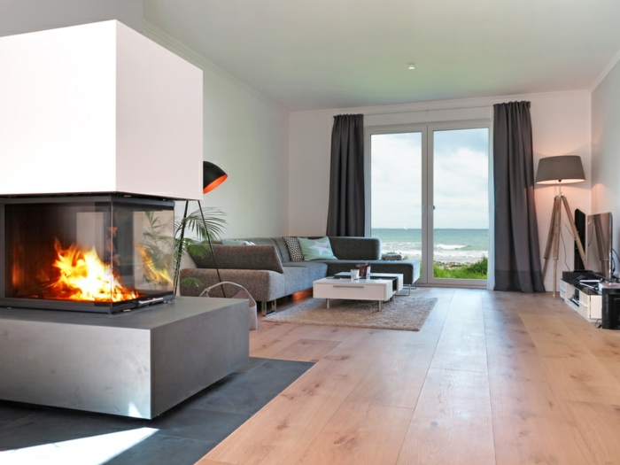 Modernes Wohnzimmer Mit Kamin Und Meerblick Der Traum Vom Eigenen Kamin:  Welche Technik Passt Zur Eigenen Behausung?