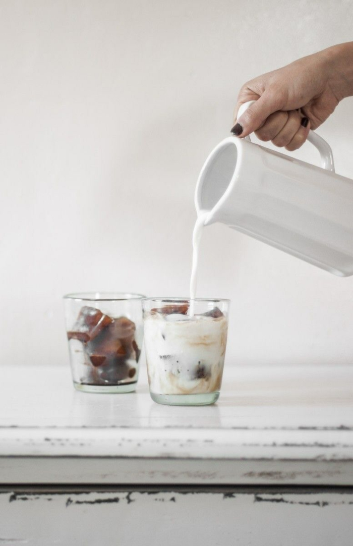 sommer rezepte eiswürfelbehälter kaffee milch
