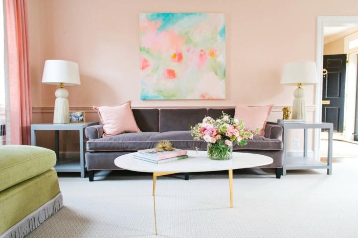 farbgestaltung inneneinrichutung pastellfarben rosa graues sofa designer couchtisch