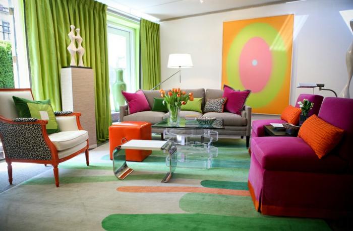 farbgestaltung inneneinrichutung sofa sessel leopardenmuster dekokissen grüne vorhänge