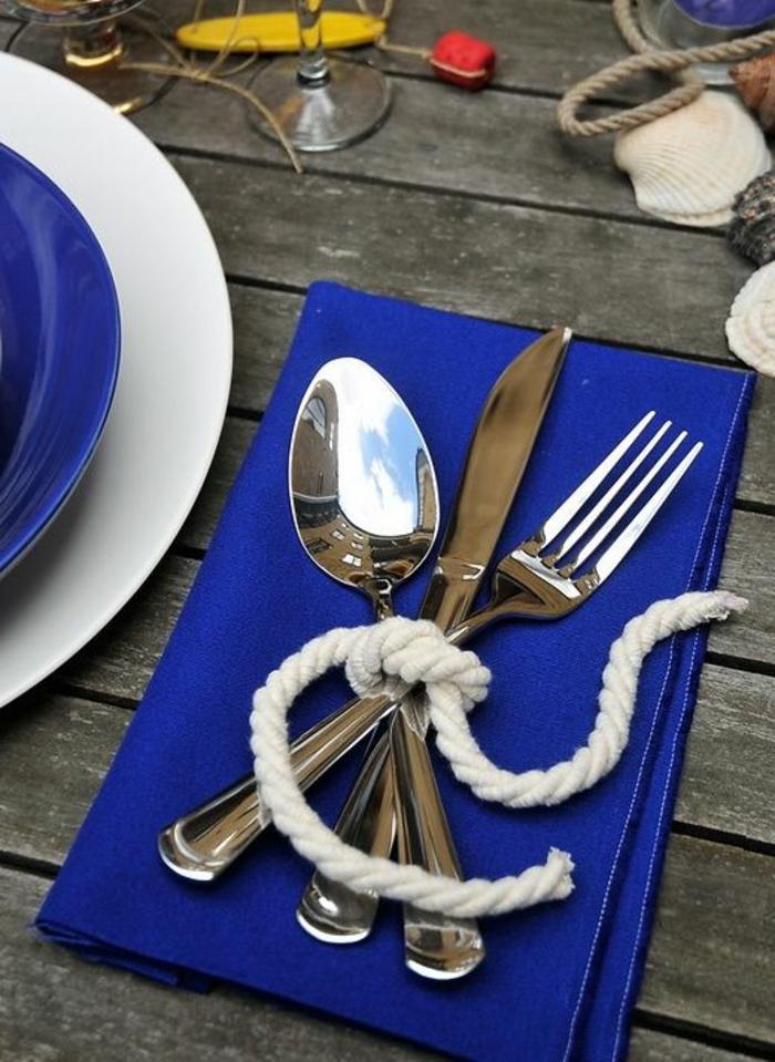 festliche tischdeko dunkelblaue serviette festliche dekoideen