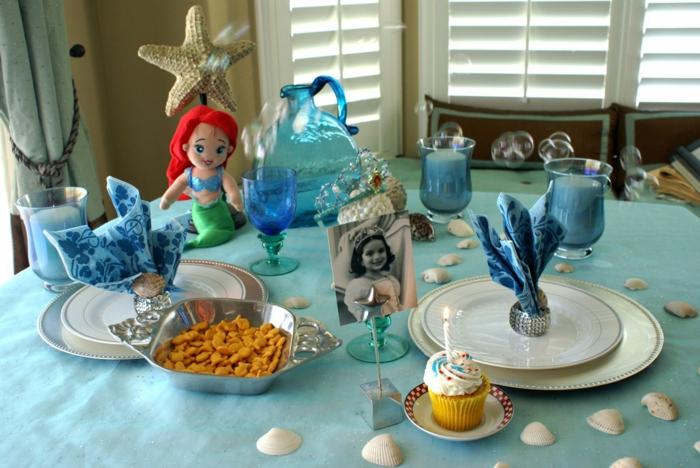 festliche tischdeko party ideen deko hellblaue tischdecke