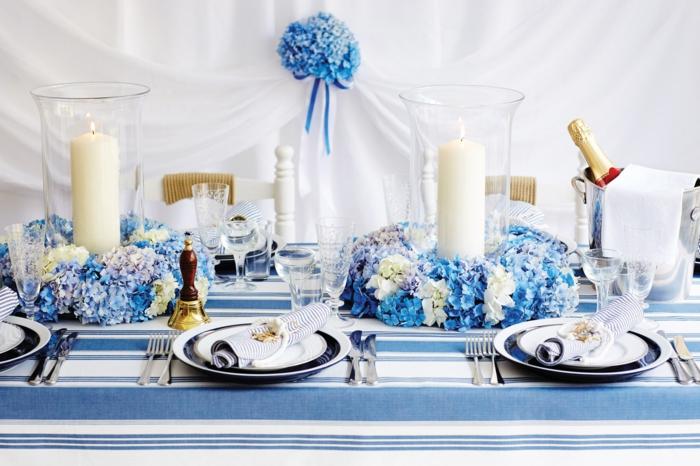 festliche tischdeko streifenmuster tischdecke blaue blumen