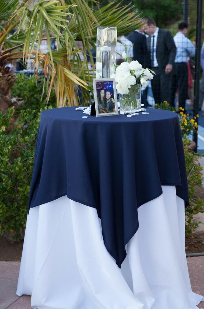 festliche tischdeko tischdecke dunkelblau festlich