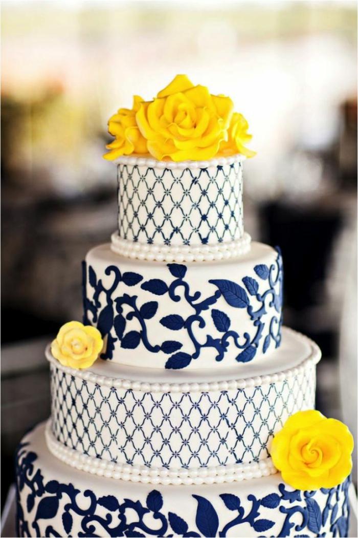 festliche tischdeko torte blaue akzente
