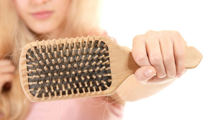 was tun gegen fettige haare richtig kämmen haarbürste