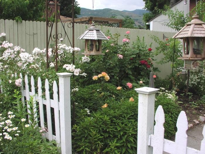 garten gestaltung ideen pflanzen weißer gartenzaun