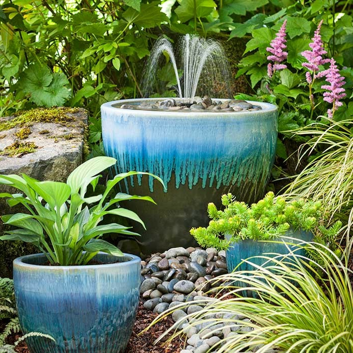 gartenbrunnen pflanzentopf ähnlich steine
