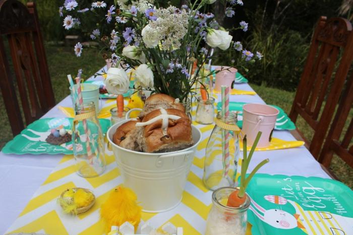 gartendeko ideen tisch dekorieren krasse farben ostern