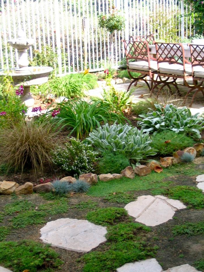 gartenideen pflanzen gehweg brunnen