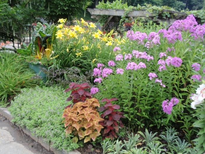 gartenplanung garten pflanzen kaskadenförmig gartenideen