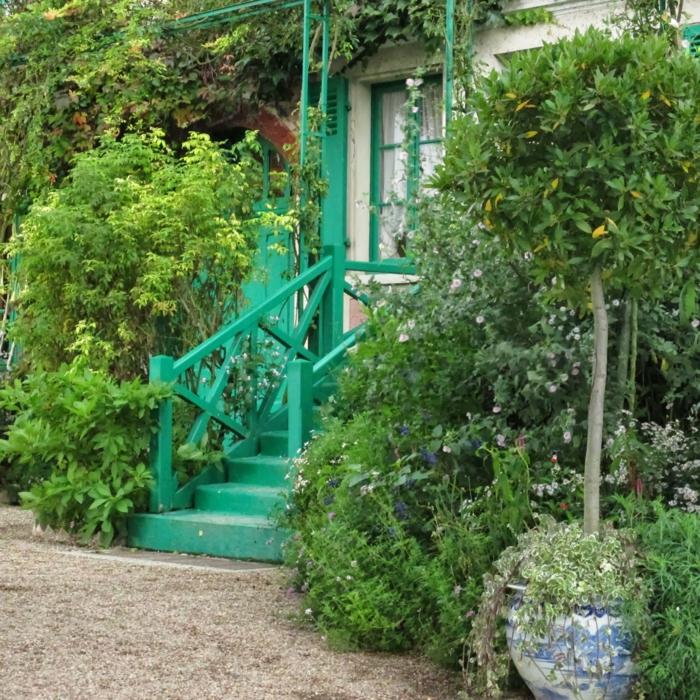 moderne gartengestaltung aussentreppe kräuter grüne treppe