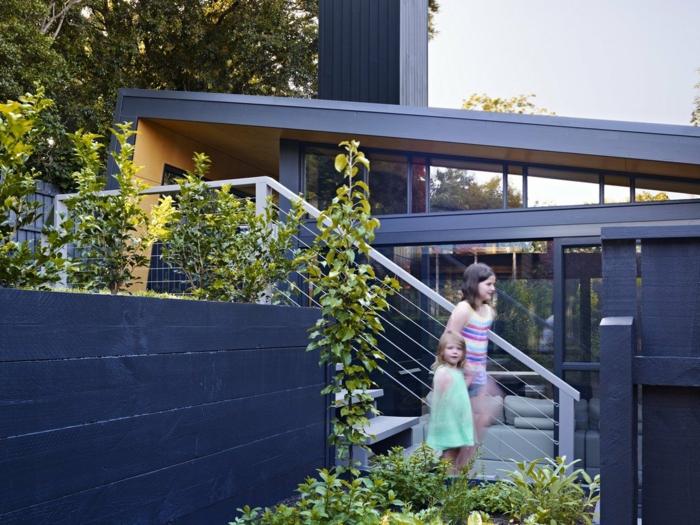 moderne gartengestaltung gartentreppe aussentreppe kräuter stahlseil