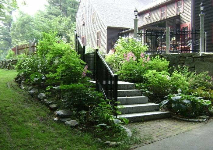 aussentreppe kräuter terrasse zum garten