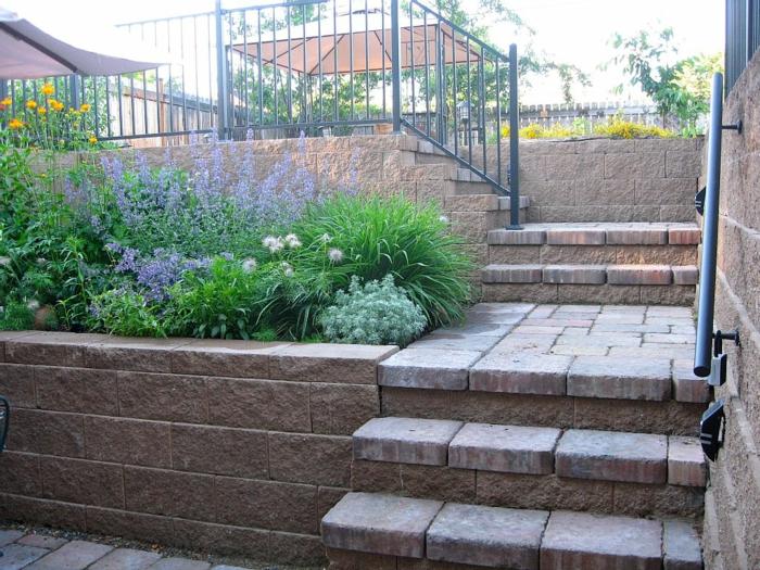 aussentreppe kräuter terrasse treppe herunter