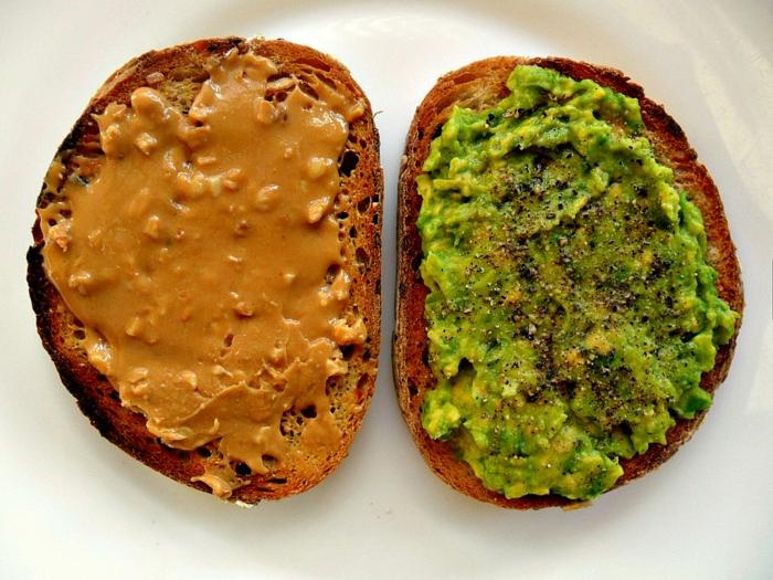 gesunde fette gesundheit avocado aufstrich pfeffer
