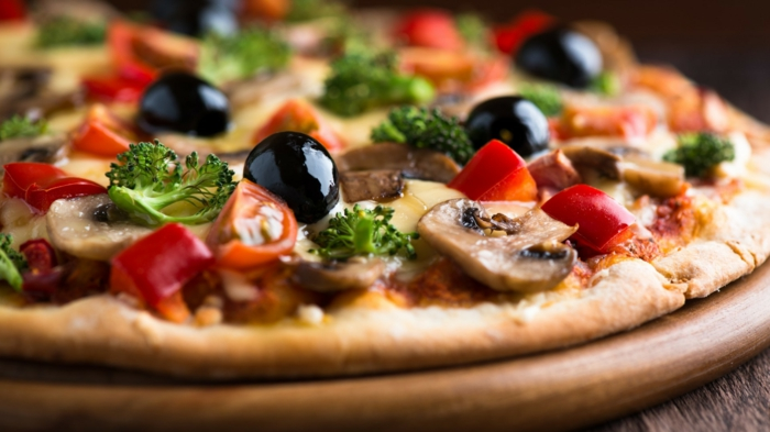gesunde fette gesundheit vegane pizza pilze oliven brokkoli tomaten paprika